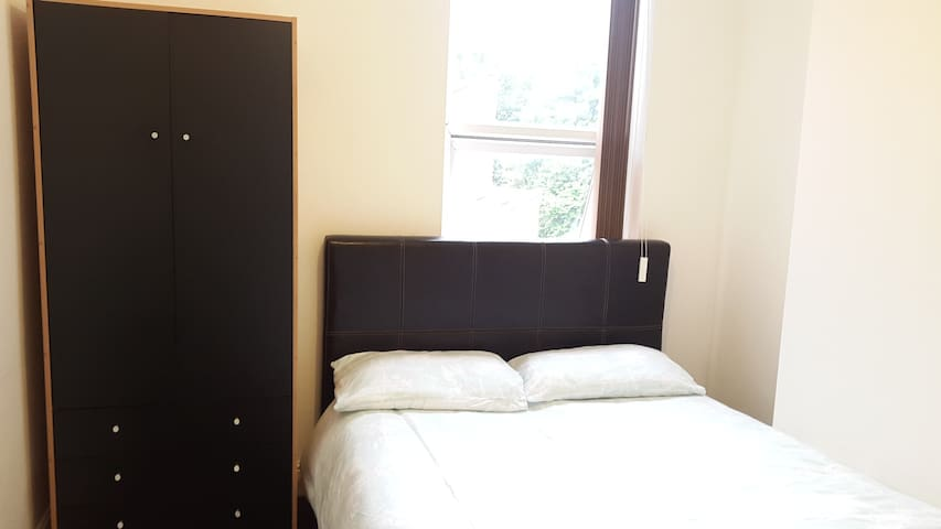 COSY DOUBLE ROOM, COUPLES YES (HS#2) - Birmingham - Rumah