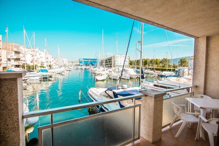 Itaca - Apartamento sobre canal a 50m de la playa
