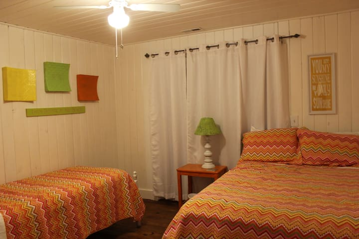Bedroom #4 with full and twin beds
