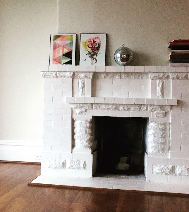 Lovely, light-filled modern apartment in beautiful victorian neighborhood