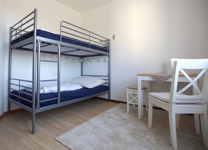 Gemütliches, modernes 2er Zimmer - Neuenstadt am Kocher - Daire