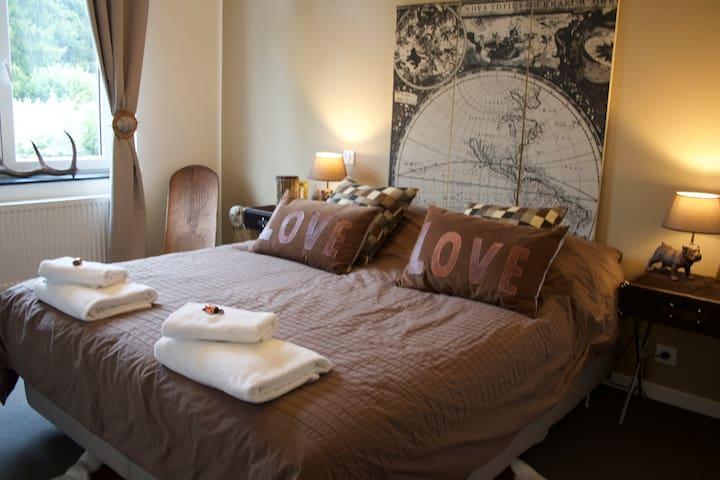 Chambre Cocoon au coeur de Gembloux - Gembloux - Bed & Breakfast