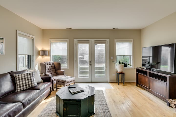 Three Story Southport Townhouse w/ Private Patio