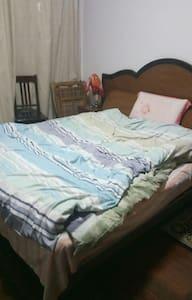 二室一厅中的一个大床 - Shanghai - Apartemen
