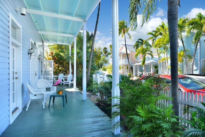 Bella Vita - 1B/1B Condo Just Steps from Duval - Key West - Condominium