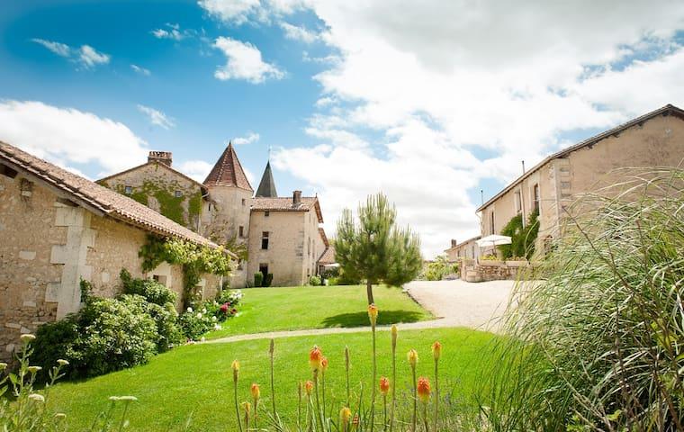 Chateau de Gurat - L'Etable