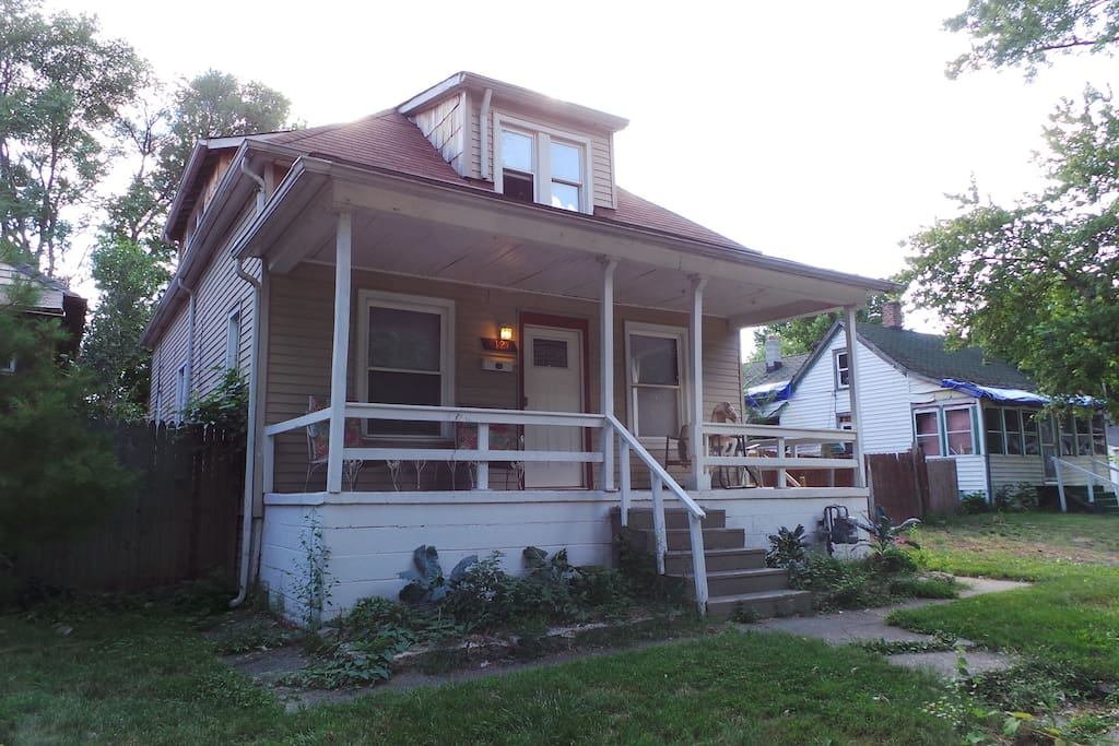roomy lower flat on east side apartments for rent in