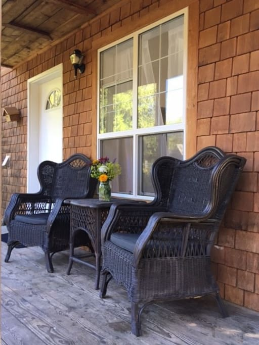 Enjoy your morning coffee or afternoon drink on the deck.
