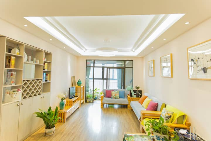 澄江抚仙湖设计师之家三居室公寓