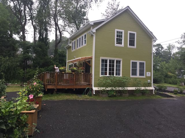 Open Floor Plan Close to Smith College.