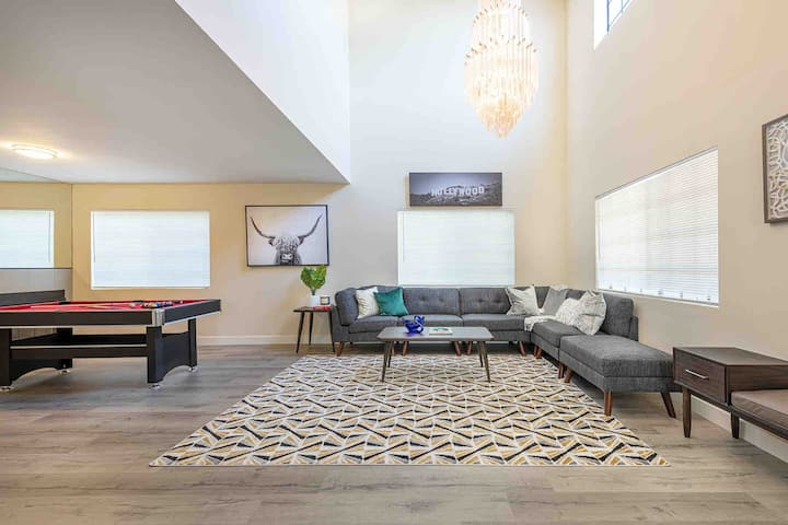 Modern Stylish Home | 8 Beds | Walk to DT Alhambra