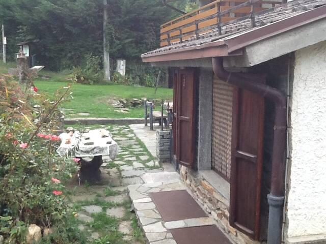 Baita con camino in montagna - Giaveno