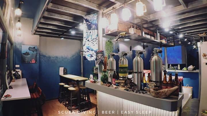 近港口、鬧區 氮醉JoScubar Diving & Beer Hostel / 6人混合房