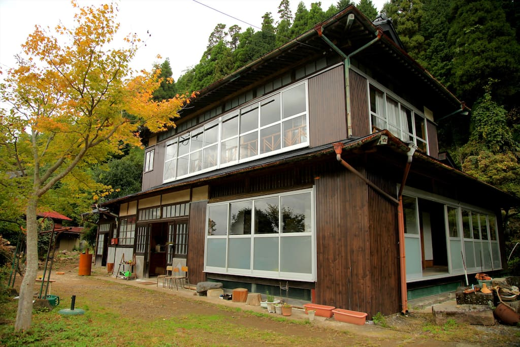 The old folk house built 100 years ago. 築100年の古民家です。