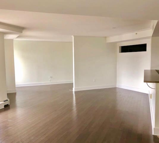 Centrally-Located 3-Bdrm Condo (Unfurnished)