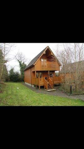 Luxurious River Log Cabin - Belturbet