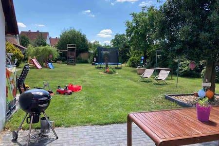 Ferienhaus bis 12 Personen mit großem Garten, WLAN
