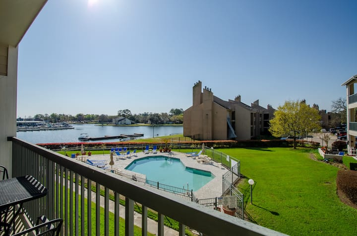 Peaceful Lakefront Condo with Stunning Views