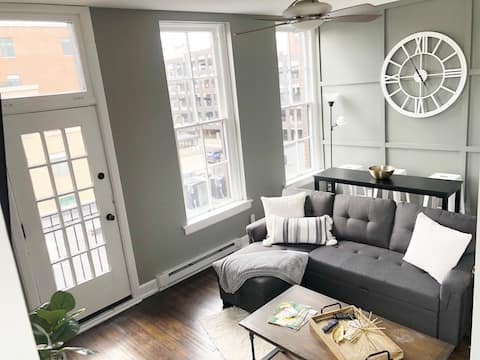 Short North Suite - Modern Condo + Downtown Views