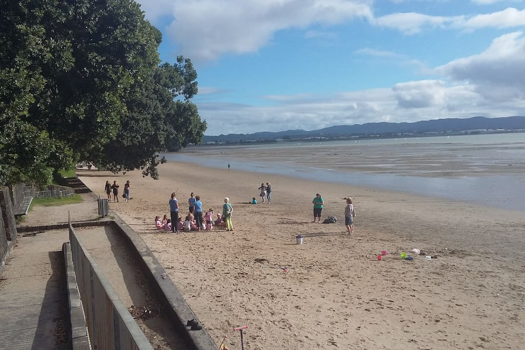 Just 2 mins from Pt Chev beach