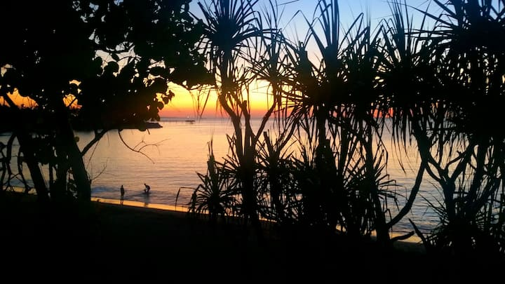 'Cottage by the Sea'- café, sunsets and breezes