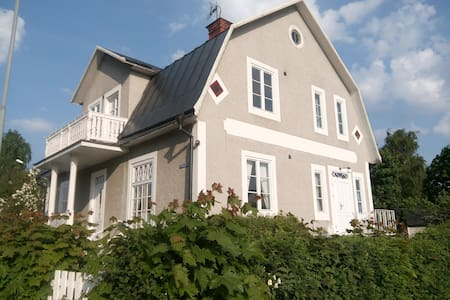 Big villa 100m to lake near Astrid Lindgren World! - Huvila