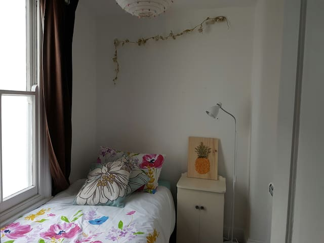 Quiet Room in the heart of town - Saint Helier - Huis