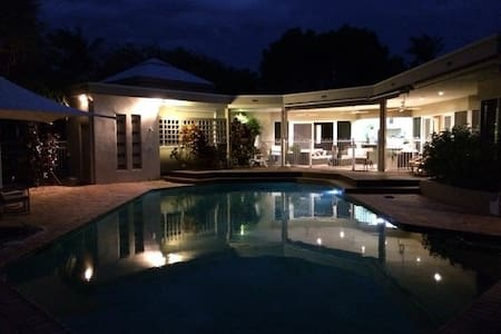 Noosa Waters Luxury for the whole Family - Noosaville