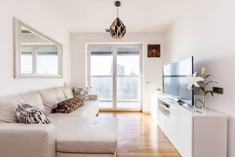 Luxurious apartment with self check-in for business trips or relaxation