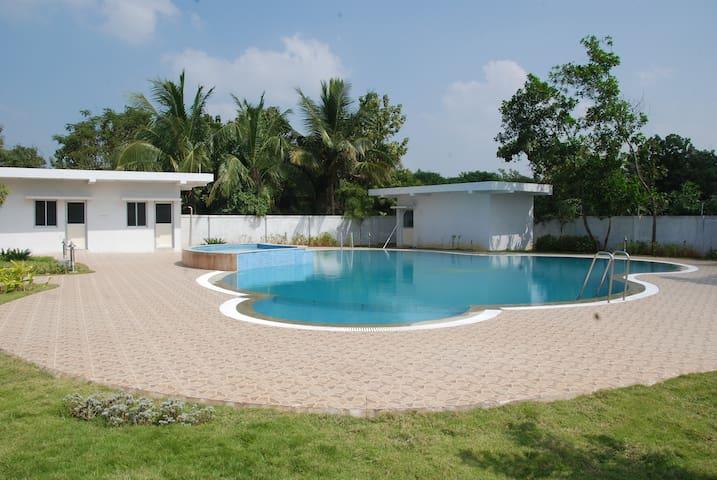 Cozy Suite Room near  Sunguvar Chatram