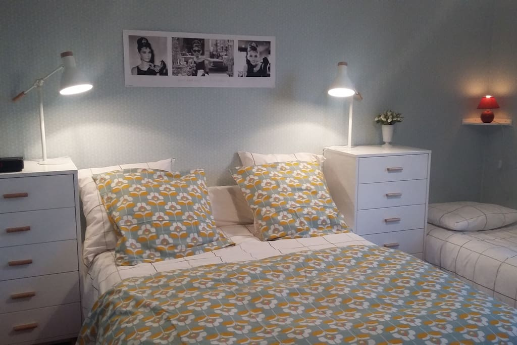 3 chambres d 39 hotes 10 39 la rochelle bed and breakfasts for rent in p rigny poitou charentes. Black Bedroom Furniture Sets. Home Design Ideas