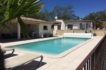 Maison au calme vue piscine - House