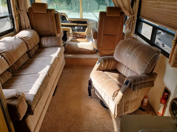 Classic cozy RV. Located near Lake Michigan