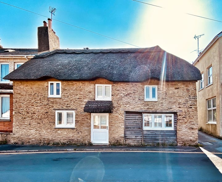 The Thatched House in Sunny Stoke Fleming PARKING