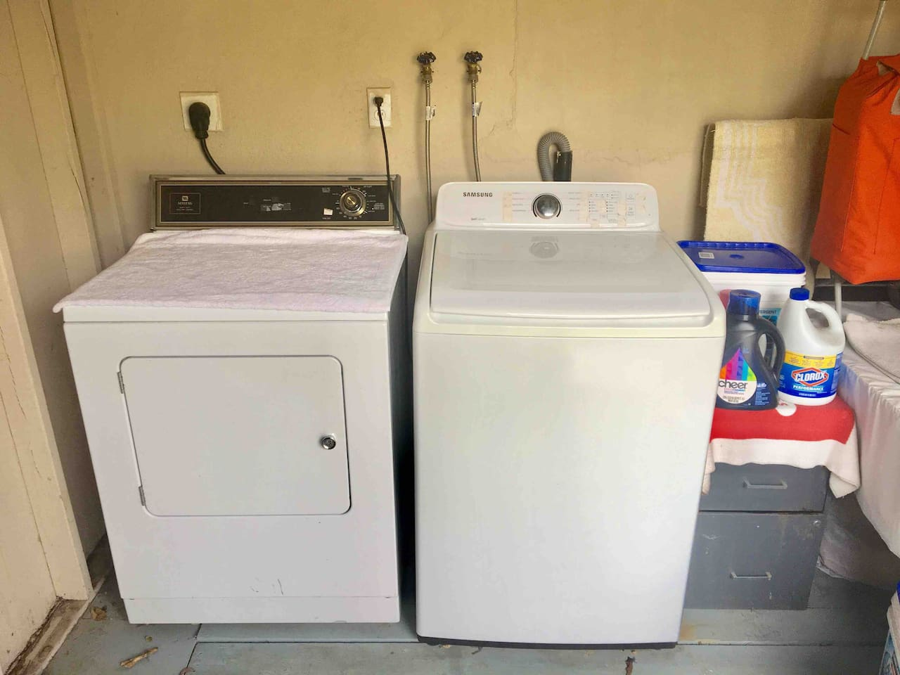 Laundry room,Washer/Dryer- Detergent and Clorox provided.