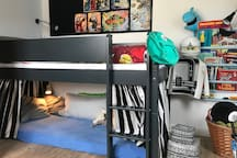 Kids room 2: Bunk bed (2 m. long). Extra madrass below.