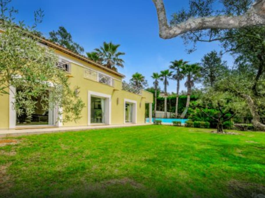 villa with 3 bedrooms with direct access to garden