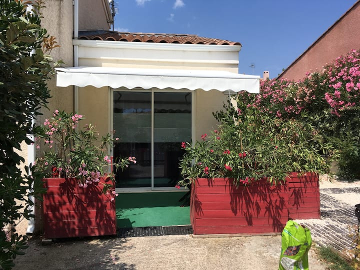 Studio terrasse  TRAM /PARC EXPO/MER/CAPI FRANCE