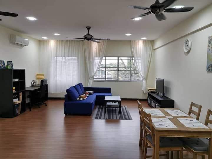 Homely 2-bedroom apartment in Kota Kemuning