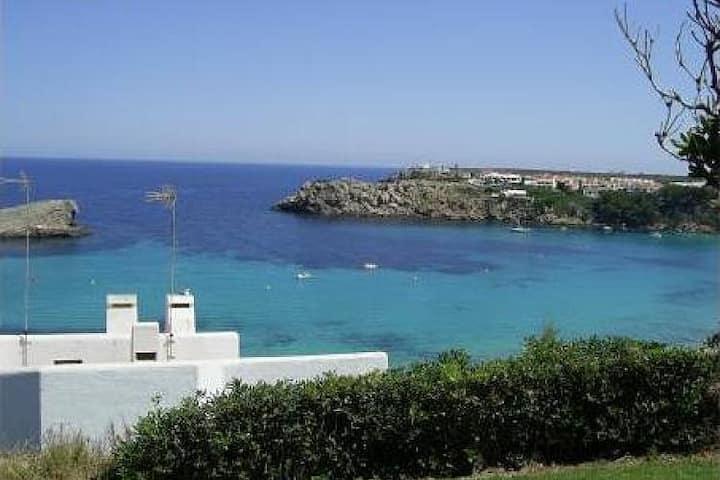 Apartamento rodeado de jardines con vistas al mar