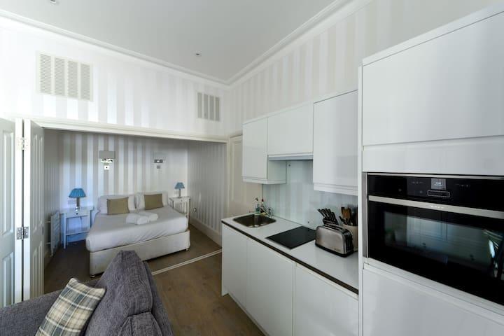 Premium Kensington Apartment near Westfield