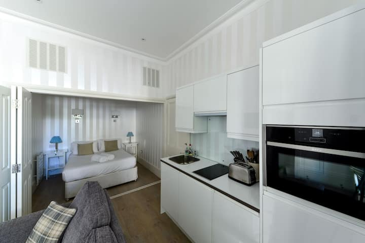 Premium Kensington Apartment near Westfield