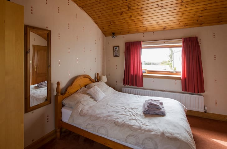 Ensuite Double Room near Sea, views - West Kilbride