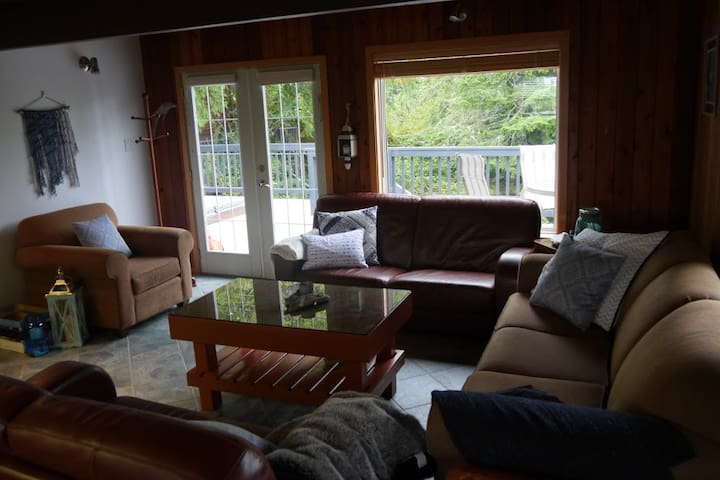 Wild Pacific Lodge W/ Hot Tub & Outdoor Shower - Ucluelet - Huis