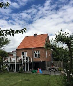 Charmerende murermestervilla - Lystrup