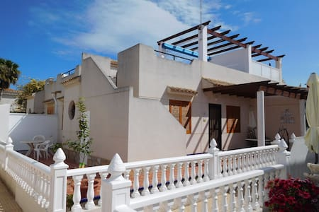 Beautiful corner house with private roof - Orihuela