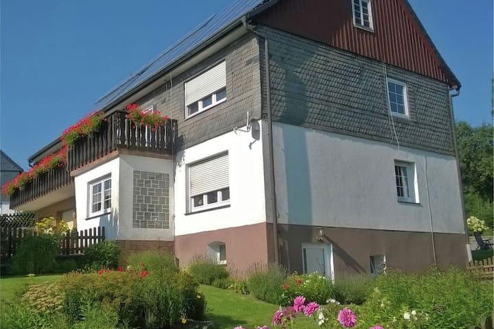 Moderno appartamento per vacanze tra Winterberg e Willingen con balcone