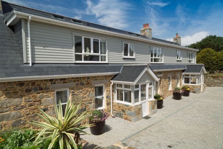 Le Grand, Sark  Fantastic Family Sized House -