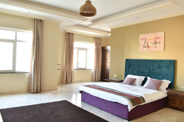 Muscat Villa - 4 Bedroom Luxurious Villa