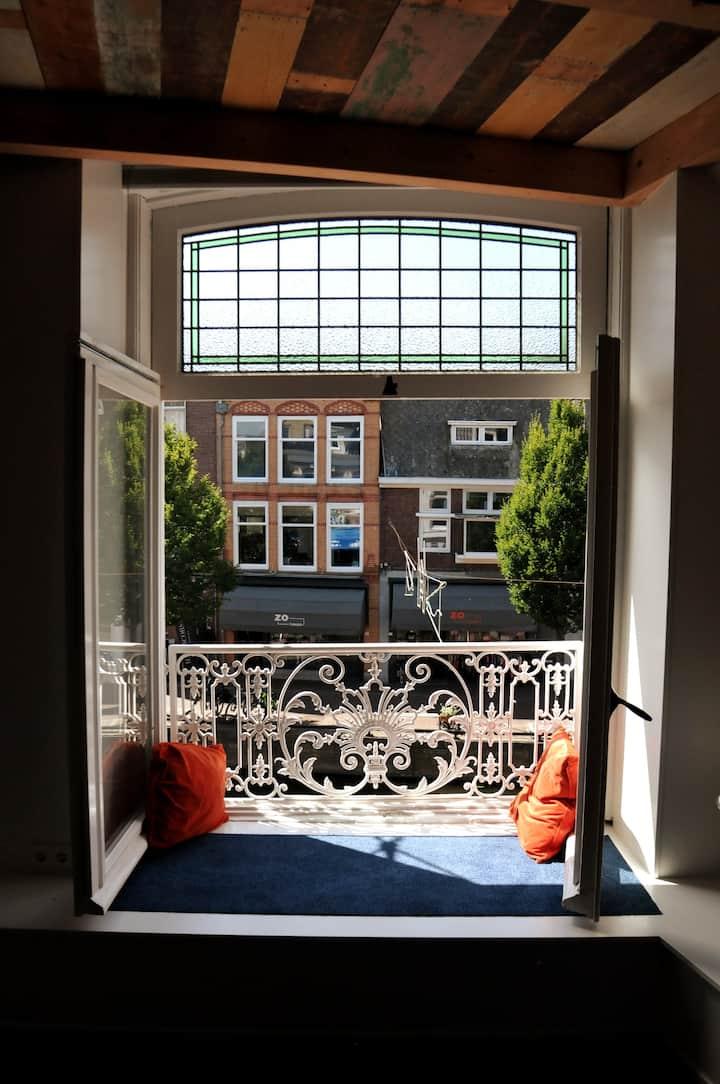 Riant appartement aan gracht in binnenstad Sneek
